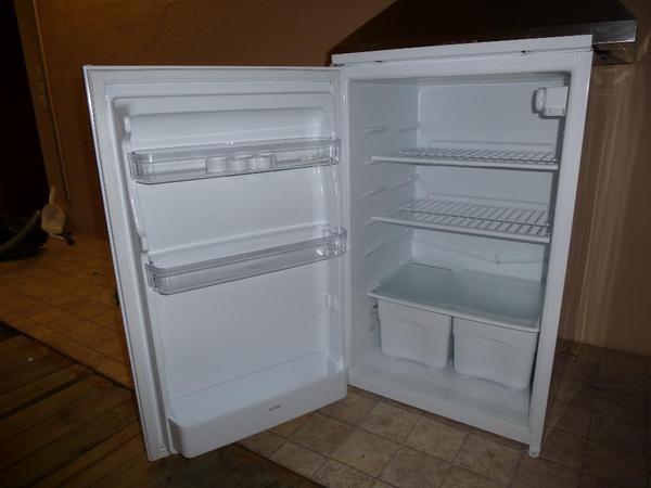 Smeg Kühlschrank Quietscht : Ignis kühlschrank arl a lh kristy d scott