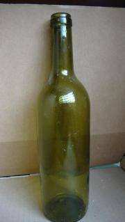 Neue Weinflaschen Bordeaux