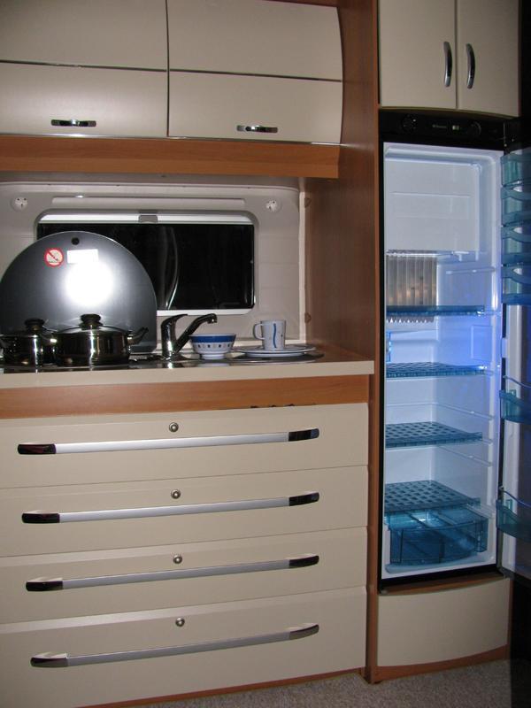 kleinanzeigen neuer hobby wohnwagen f r 2 4 personen zu. Black Bedroom Furniture Sets. Home Design Ideas
