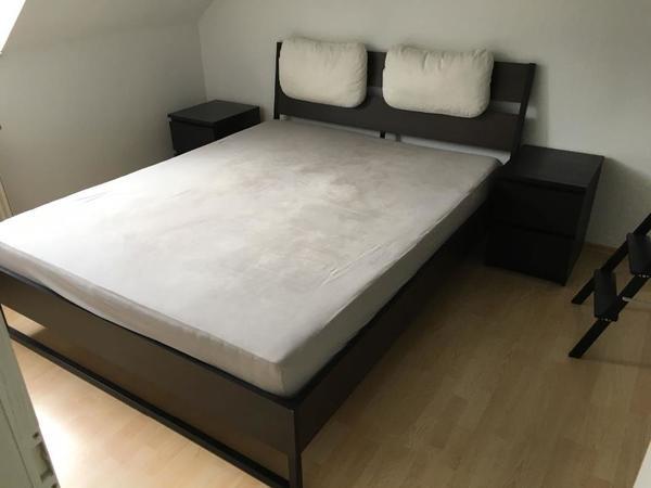 neuwertiges bett mit matratze lattenrost 2 nachttischen ikea in liederbach betten kaufen. Black Bedroom Furniture Sets. Home Design Ideas