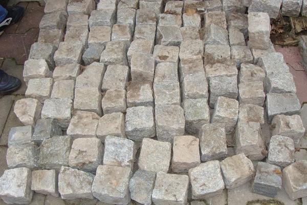 pflastersteine granit naturstein kopfsteinpflaster in. Black Bedroom Furniture Sets. Home Design Ideas
