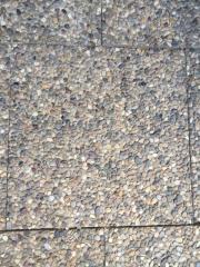 Pflastersteine und Dachziegel