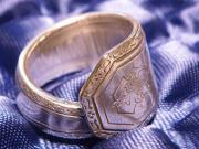 RING, Nr: 204 - mc, Besteckschmuck, Silberauflage, schöner Ring mit . RING, Nr: 204 - mc, Silberauflage, schöner Ring mit außergewöhnlicher Verzierung, in Handarbeit aus einem Löffelstiel gefertigt, sehr massiv, ... 28,- D-67240Bobenheim-Roxheim Heute, 11 - RING, Nr: 204 - mc, Besteckschmuck, Silberauflage, schöner Ring mit . RING, Nr: 204 - mc, Silberauflage, schöner Ring mit außergewöhnlicher Verzierung, in Handarbeit aus einem Löffelstiel gefertigt, sehr massiv