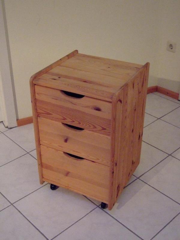 rollcontainer kiefer massiv zu verkaufen in jockgrim schr nke sonstige schlafzimmerm bel. Black Bedroom Furniture Sets. Home Design Ideas