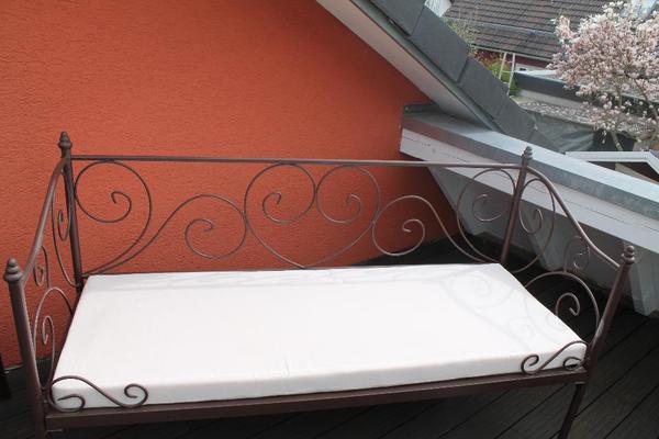 rustikale sitzbank aus metall in jettingen alles. Black Bedroom Furniture Sets. Home Design Ideas