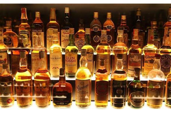 sammler-sucht-whisky-foto-bild-73210432.