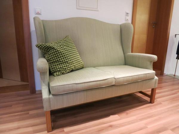 wir verkaufen hier ein sch nes hochwertiges kanapee mit einem sessel es sind nat rlich. Black Bedroom Furniture Sets. Home Design Ideas