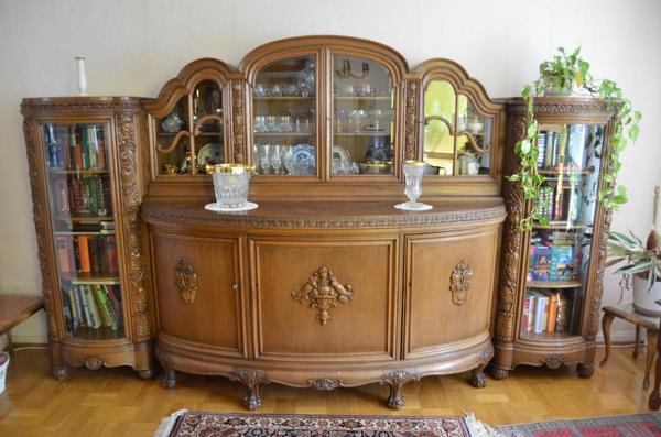 verkaufe einen glasvitrinenschrank aus bremen ca 1900 1920 mit zahlreichen schnitzereien aus. Black Bedroom Furniture Sets. Home Design Ideas