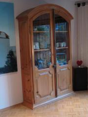 pinie vitrine haushalt m bel gebraucht und neu kaufen. Black Bedroom Furniture Sets. Home Design Ideas