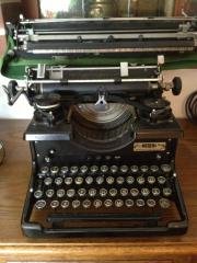 Schreibmaschine sehr alt