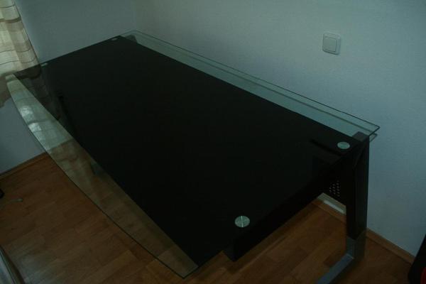 schreibtisch schwarz metallunterbau mit glasplatte in m nchen b rom bel kaufen und verkaufen. Black Bedroom Furniture Sets. Home Design Ideas