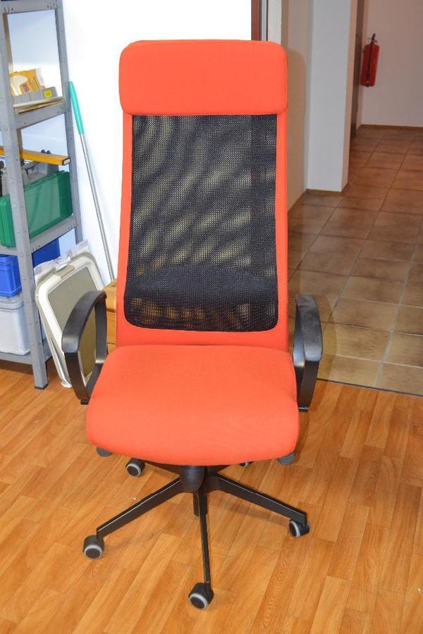 schreibtisch stuhl mit hoher r ckenlehne in orange schwarz. Black Bedroom Furniture Sets. Home Design Ideas