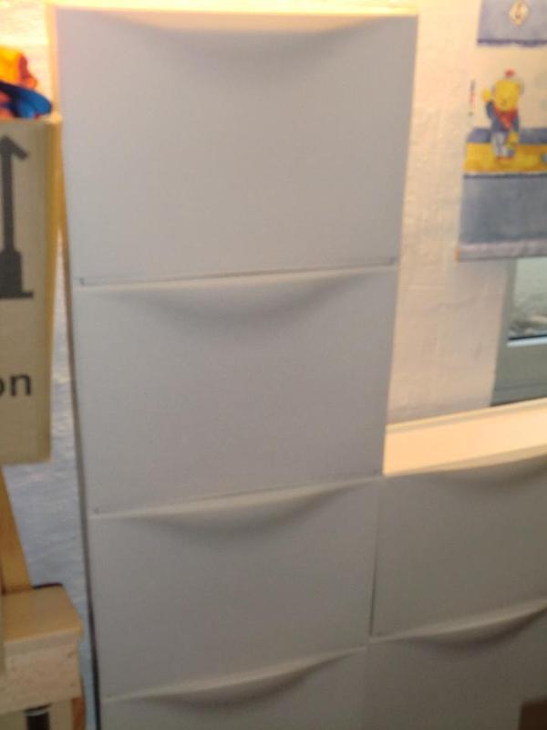 verkaufe 6 wei e schuhschr nke von ikea sehr gut erhalten. Black Bedroom Furniture Sets. Home Design Ideas