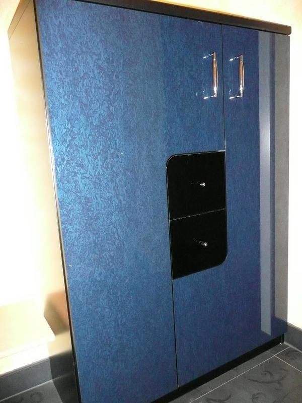 Schuhschrank schwarz blau hochglanz in schwanstetten for Schuhschrank quoka