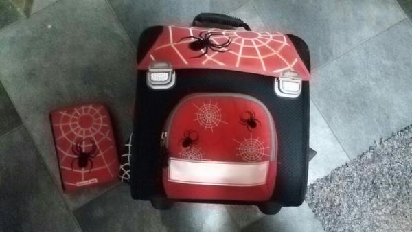 verkaufen unseren schulranzen von hama model spider inkl. Black Bedroom Furniture Sets. Home Design Ideas