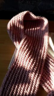 Selbstgestrickte Schals