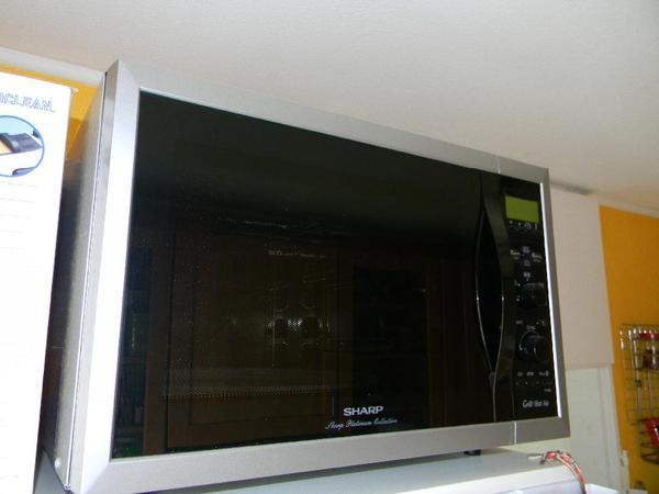sharp r 933 gro e microwelle mit heissluft grill 40 liter in ludwigshafen k chenherde. Black Bedroom Furniture Sets. Home Design Ideas
