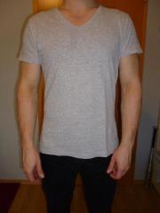 Shirt einfach grau V-Ausschnitt H&M Größe S Herren T-Shirt gebraucht kaufen  Bad Rothenfelde