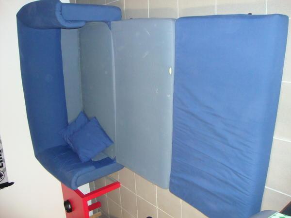 sofa und ausziehbett von ikea blau zu verschenken in. Black Bedroom Furniture Sets. Home Design Ideas