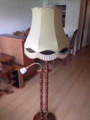 Stehlampe mit gedrechseltem