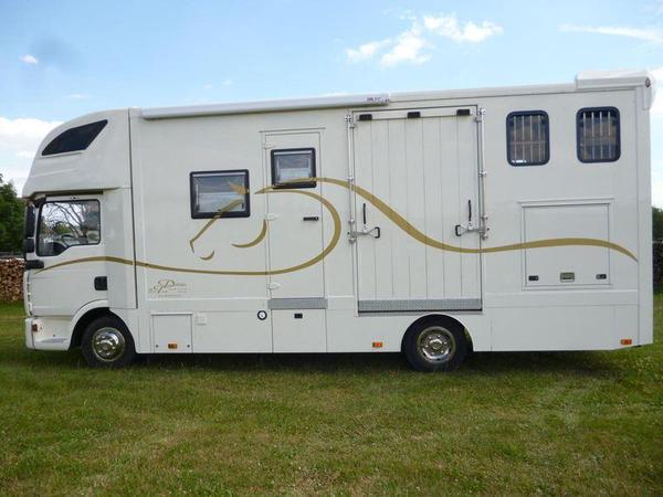 super pferdetransporter mit wohnmobil zulassung in. Black Bedroom Furniture Sets. Home Design Ideas