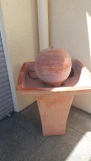 terrakotta Brunnen für