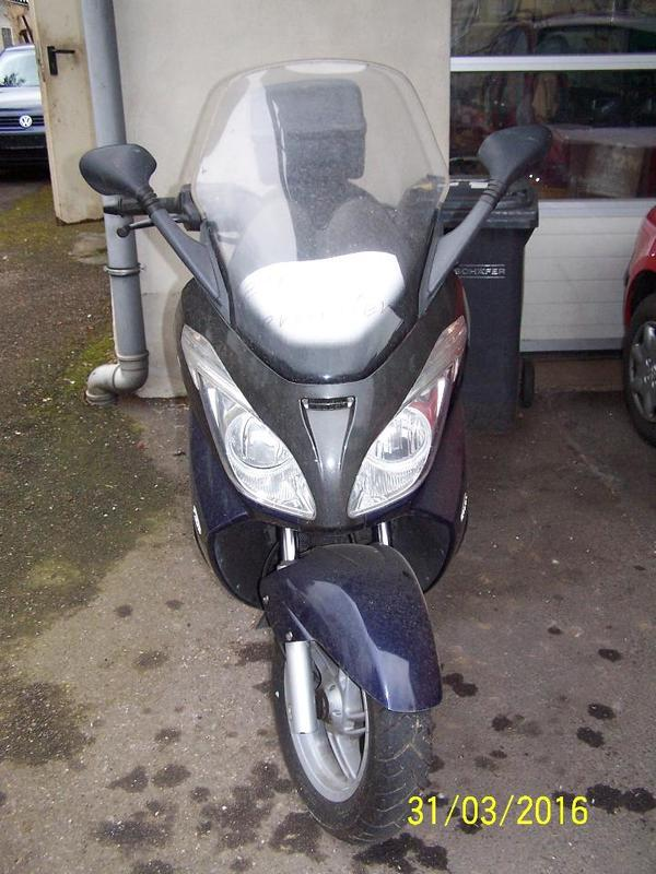 top schn ppchen aprilia motorroller 250 ccm t vv 12 2016 14100 km lwechsel neu in g ppingen. Black Bedroom Furniture Sets. Home Design Ideas