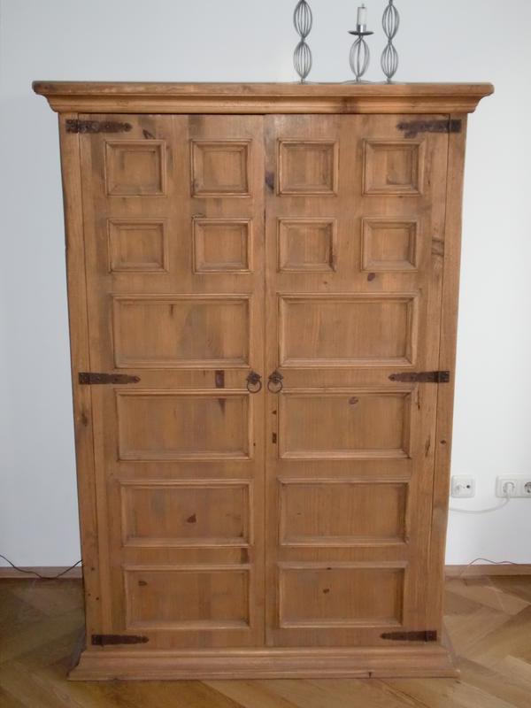 tv schrank pinie massiv b 108 h 158 5 t 60 5 in m nchen phono tv videom bel kaufen und. Black Bedroom Furniture Sets. Home Design Ideas