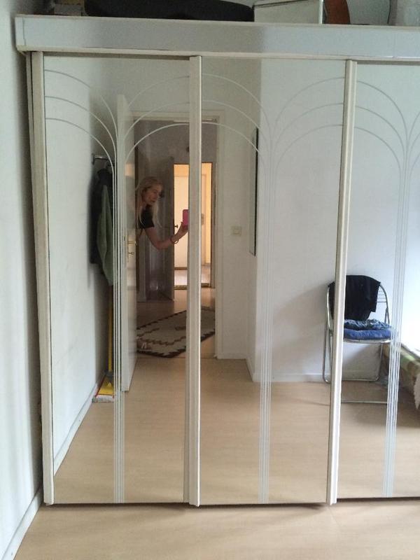 umsonst kleiderschrank mit spiegel in berlin schr nke sonstige schlafzimmerm bel kaufen und. Black Bedroom Furniture Sets. Home Design Ideas