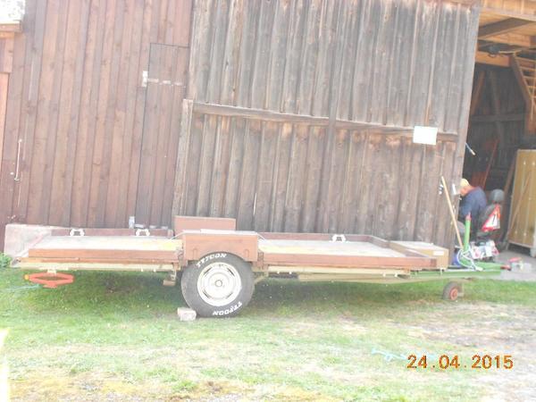 verkaufe anh nger zum transport von holz oder kleinen traktoren in eckersdorf traktoren. Black Bedroom Furniture Sets. Home Design Ideas