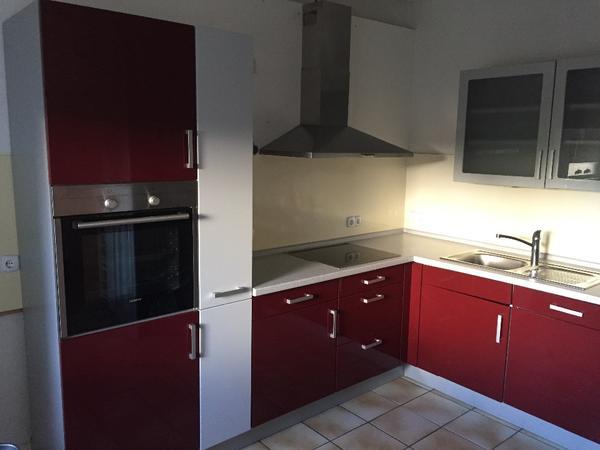 Verkaufe Küche rot/hellgrau mit Elektrogeräten in Viernheim ...