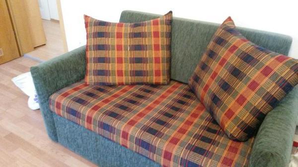 verkaufe sch ne 2er couch zum ausziehen in ettlingen polster sessel couch kaufen und. Black Bedroom Furniture Sets. Home Design Ideas