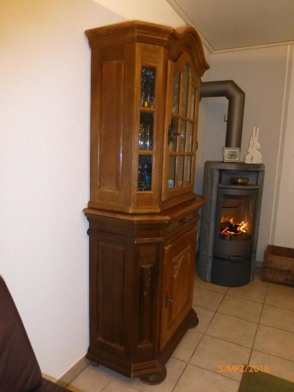 vitrinenschrank eiche rustikal massiv in dormagen wohnzimmerschr nke anbauw nde kaufen und. Black Bedroom Furniture Sets. Home Design Ideas