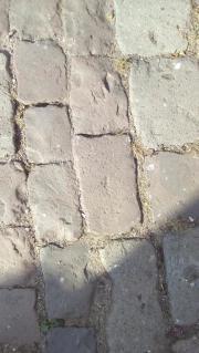 Wackersteine Kopfsteinpflaster zu