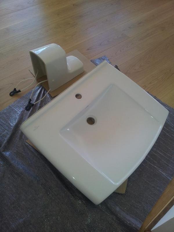 waschbecken von villeroy boch lifetime in leonberg bad. Black Bedroom Furniture Sets. Home Design Ideas