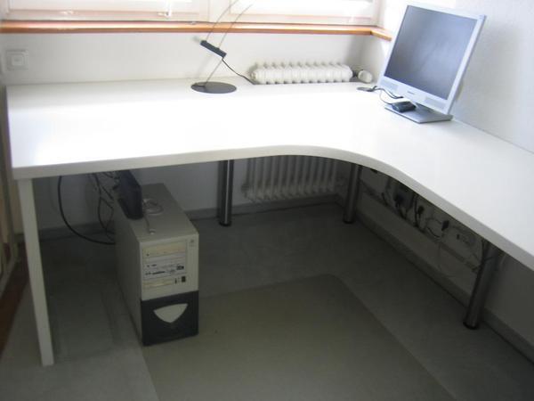 wei er schreibtisch computertisch arbeitstisch mit kabelwanne in esslingen computerm bel. Black Bedroom Furniture Sets. Home Design Ideas