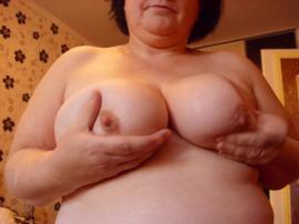 sexy hausfrauen ficken sie sucht ihn frankfurt erotik