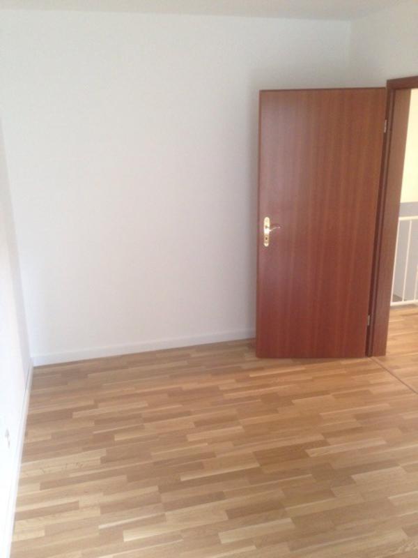 wohnung zwei dreiraumwohnung vermietung 2 zimmer wohnungen. Black Bedroom Furniture Sets. Home Design Ideas