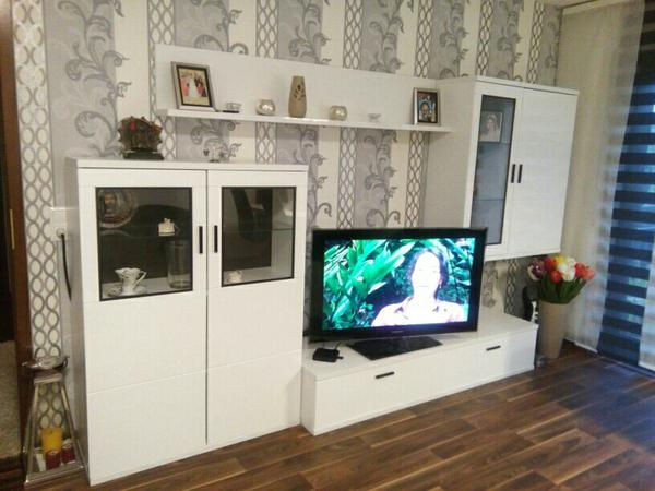 wohnwand hochglanz weiss sehr guter zustand. Black Bedroom Furniture Sets. Home Design Ideas
