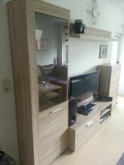 wohnzimmerschrank + Tisch