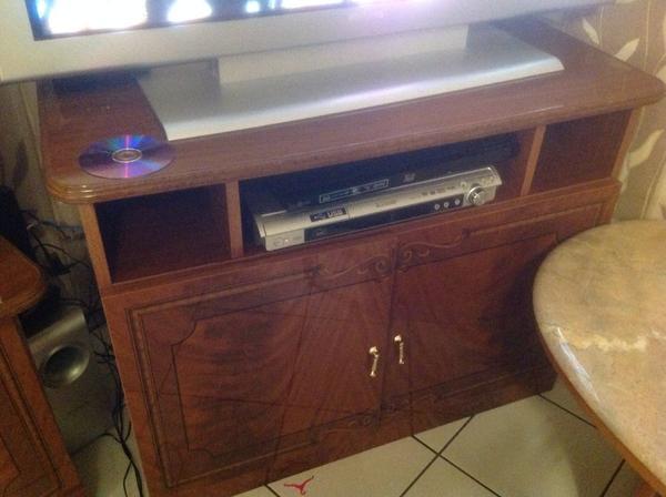 Wohnzimmerschrank tv tisch wohnzimmertisch in n rnberg for Wohnzimmertisch quoka