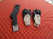 Wollsocken und Schutzhandschuhe
