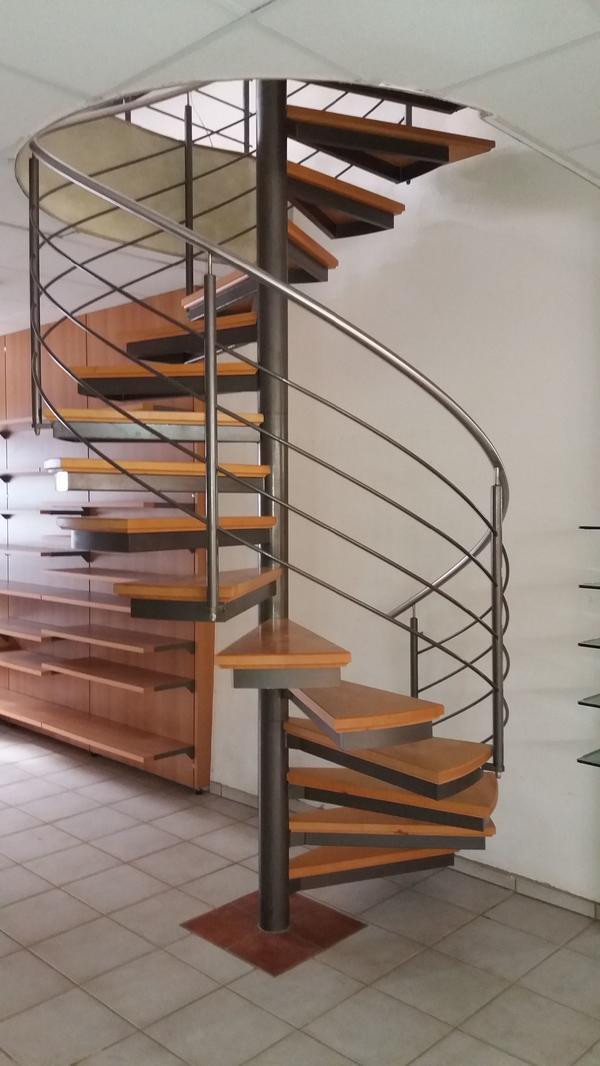 1 spindeltreppe stahl holzstufen auf alu tr nenblechen in forst t ren zargen tore. Black Bedroom Furniture Sets. Home Design Ideas