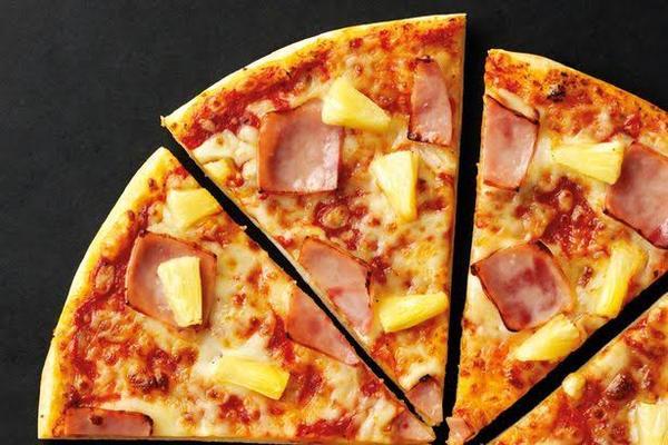 2 für 1 Pizza Hut Gutschein - 1 Pizza zahlen, die 2. gratis dazu! - Hofheim - 2 für 1 Pizza Hut Gutschein - 1 Pizza zahlen, die 2. günstigere Pizza GRATIS dazu!Der Gutschein muss nur beim jeweiligen Pizza Hut Store vorgelegt werden.-Versand per WhatsApp zum selber ausdrucken,TEILNEHMENDE RESTAURANTS:Bei Pizza Hut Expres - Hofheim