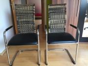 2 Stühle mit
