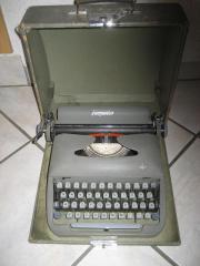 alte antike Schreibmaschine mit Farbband