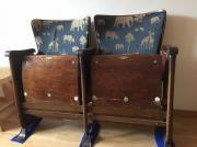alte Kino-Stühle