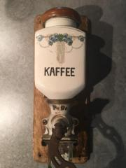 alte Porzelan Kaffeemühle