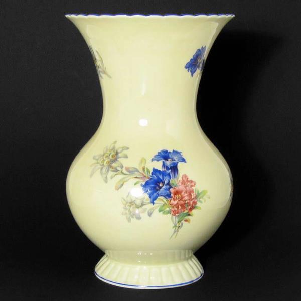 antike vase aus feinem porzellan mit alpenblumen marke j ger co in bregenz glas. Black Bedroom Furniture Sets. Home Design Ideas