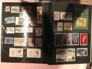 Briefmarkenalben mit versch.